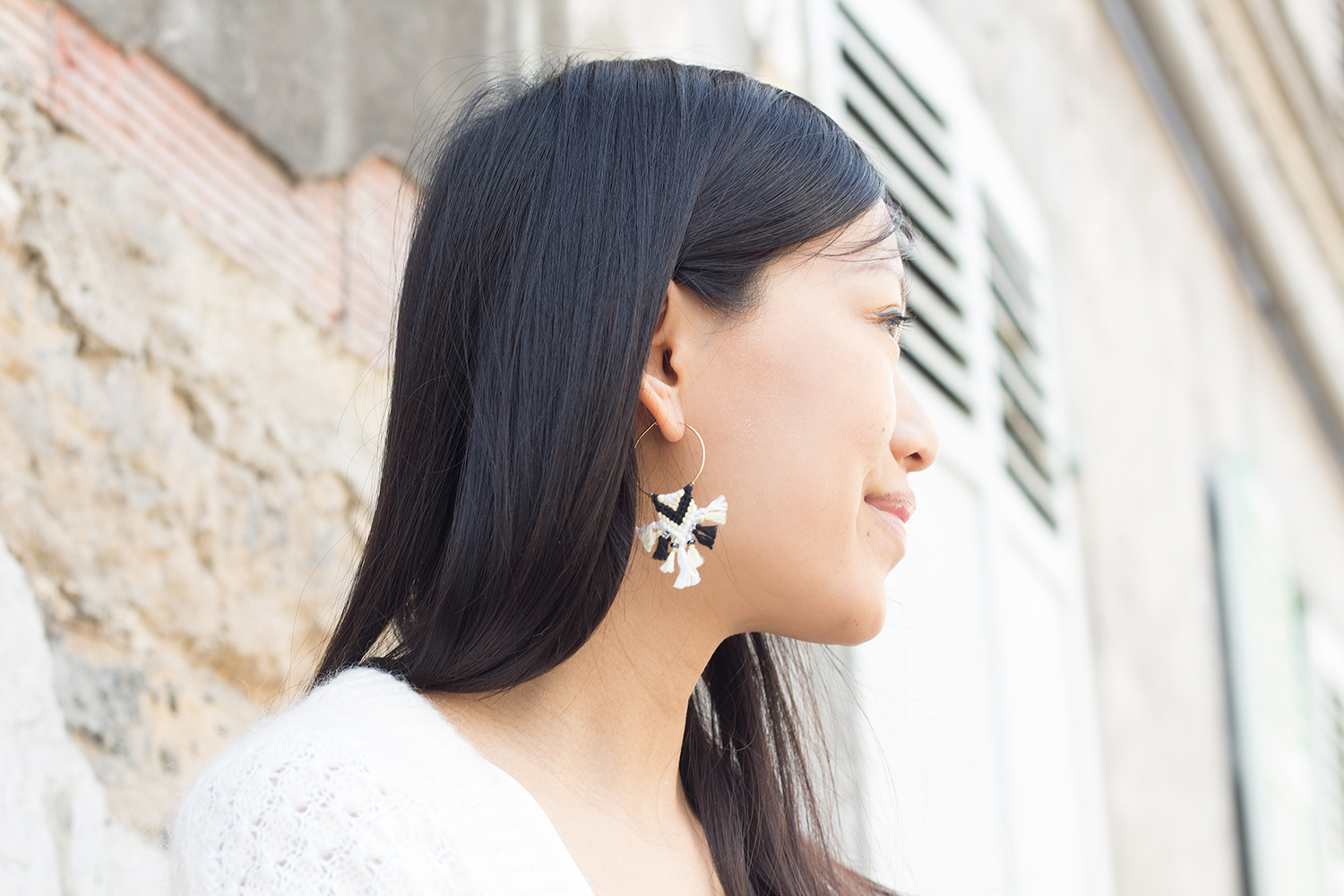 Petite and So What - black and white look - blog mode petite - boucles d'oreilles Nayquach