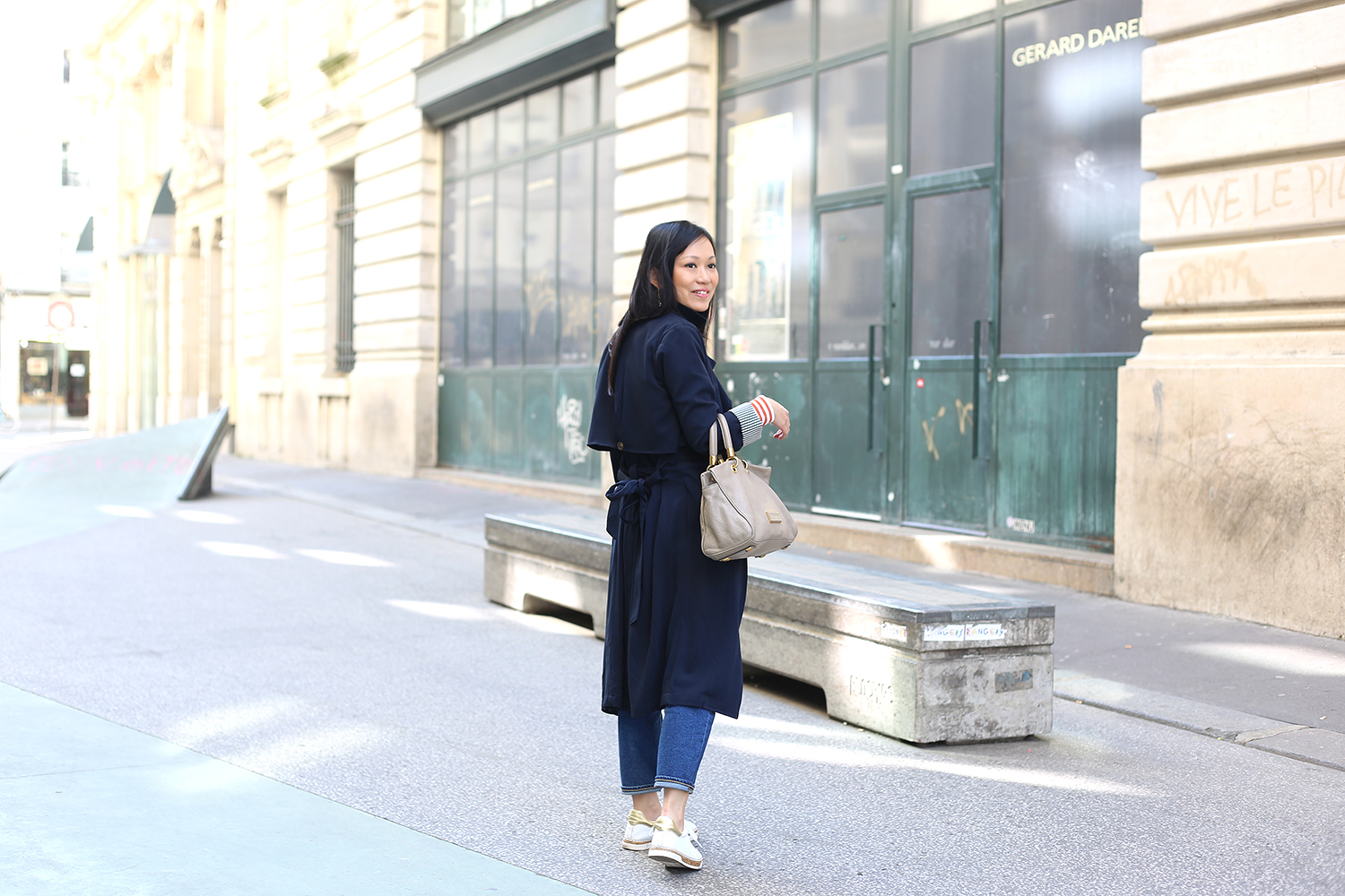 petite and so what - comment porter le trench long - femme petite taille